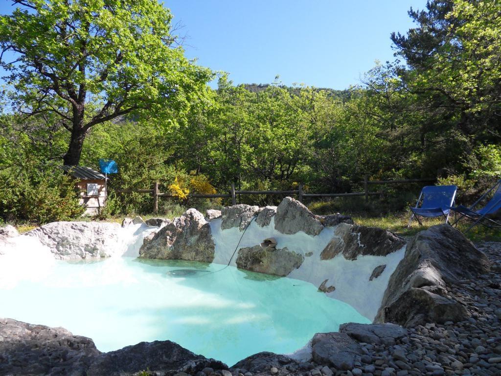 Bassin de baignade naturel à l'eau de source